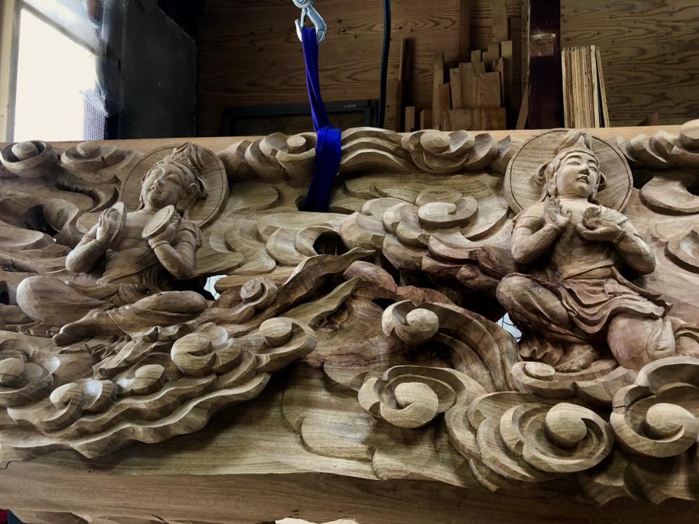 彫る作太郎君。