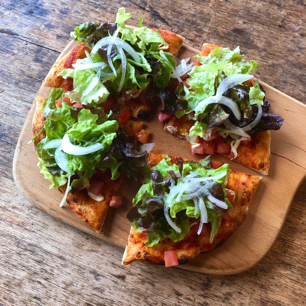 ツナのサラダピザ、1100円です。こちらもテイクアウトメニューに追加します。よろしくお願いします。