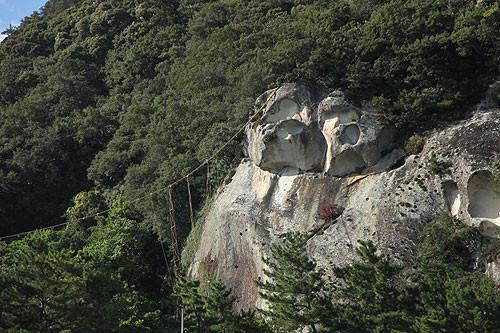 花の窟 御神体の大岩