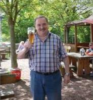Dieter Schneider in seinem Biergarten zur Staustufe - Beckingen