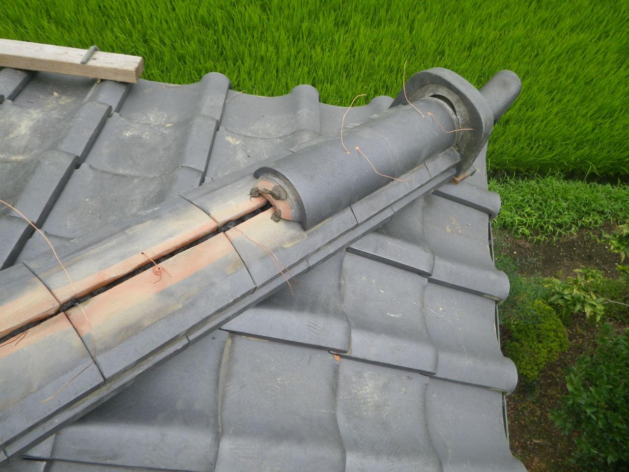 屋根の棟積直し工事と銅板屋根保護剤塗布を行います。in大田原市
