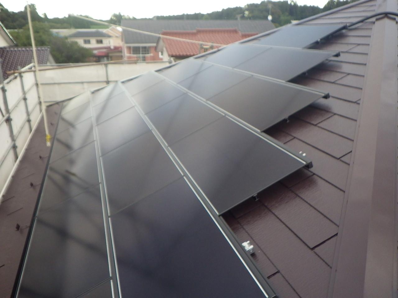 スレート屋根への太陽光パネル設置工事を行いました。in宇都宮市