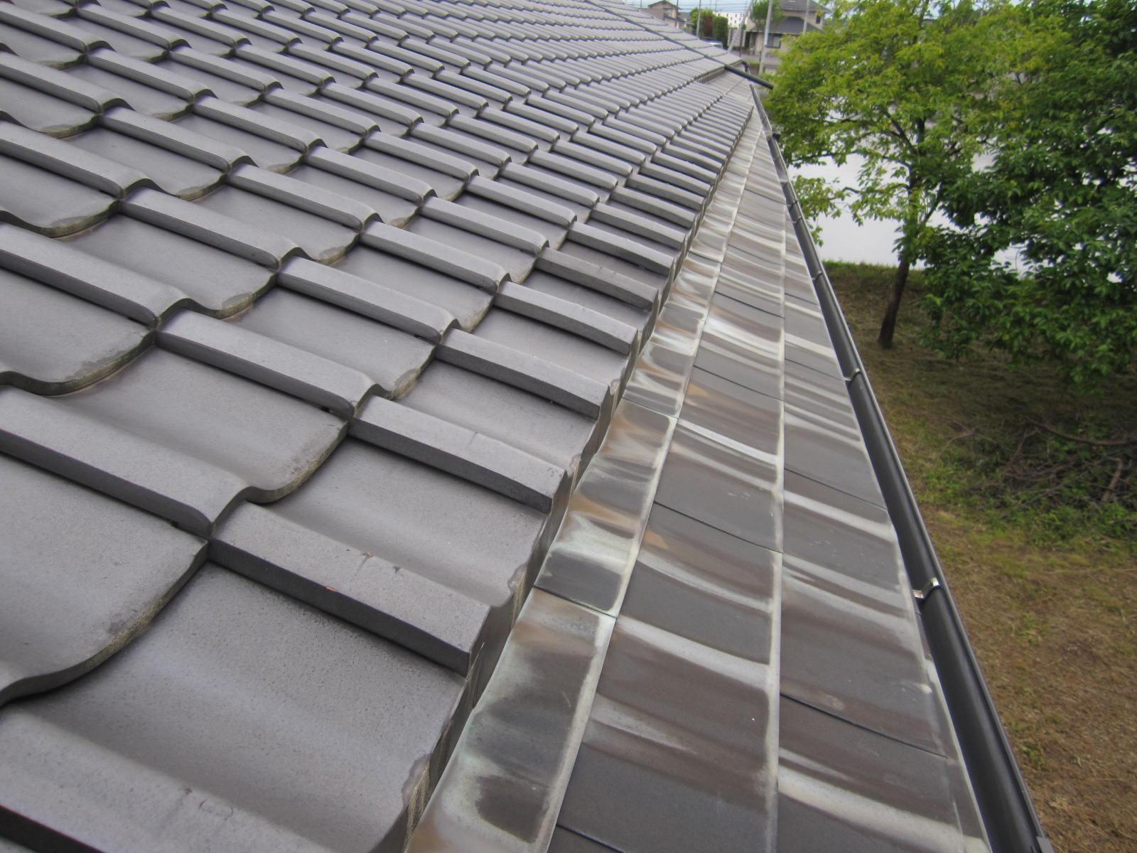 屋根の棟積直し工事と銅板屋根保護剤塗布を行います。in那須塩原市