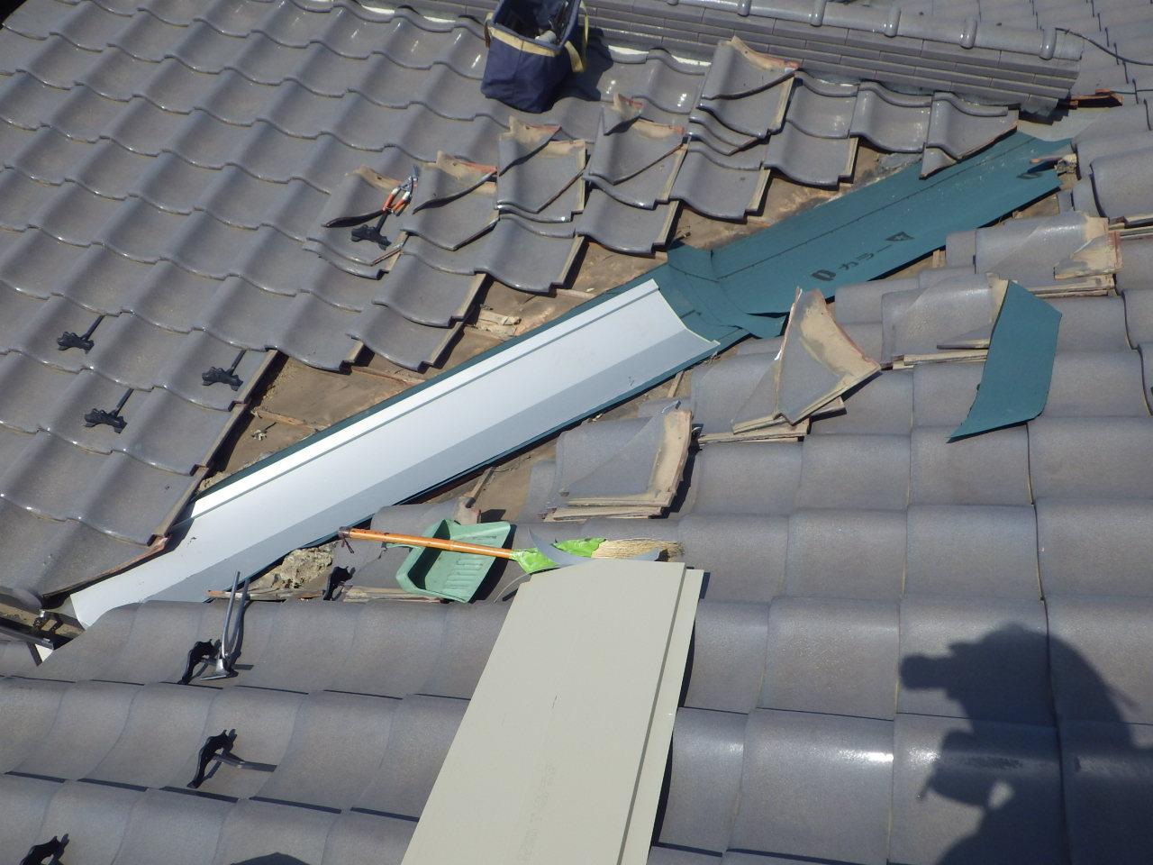 谷板金カバー工法修理を行いました。in宇都宮市