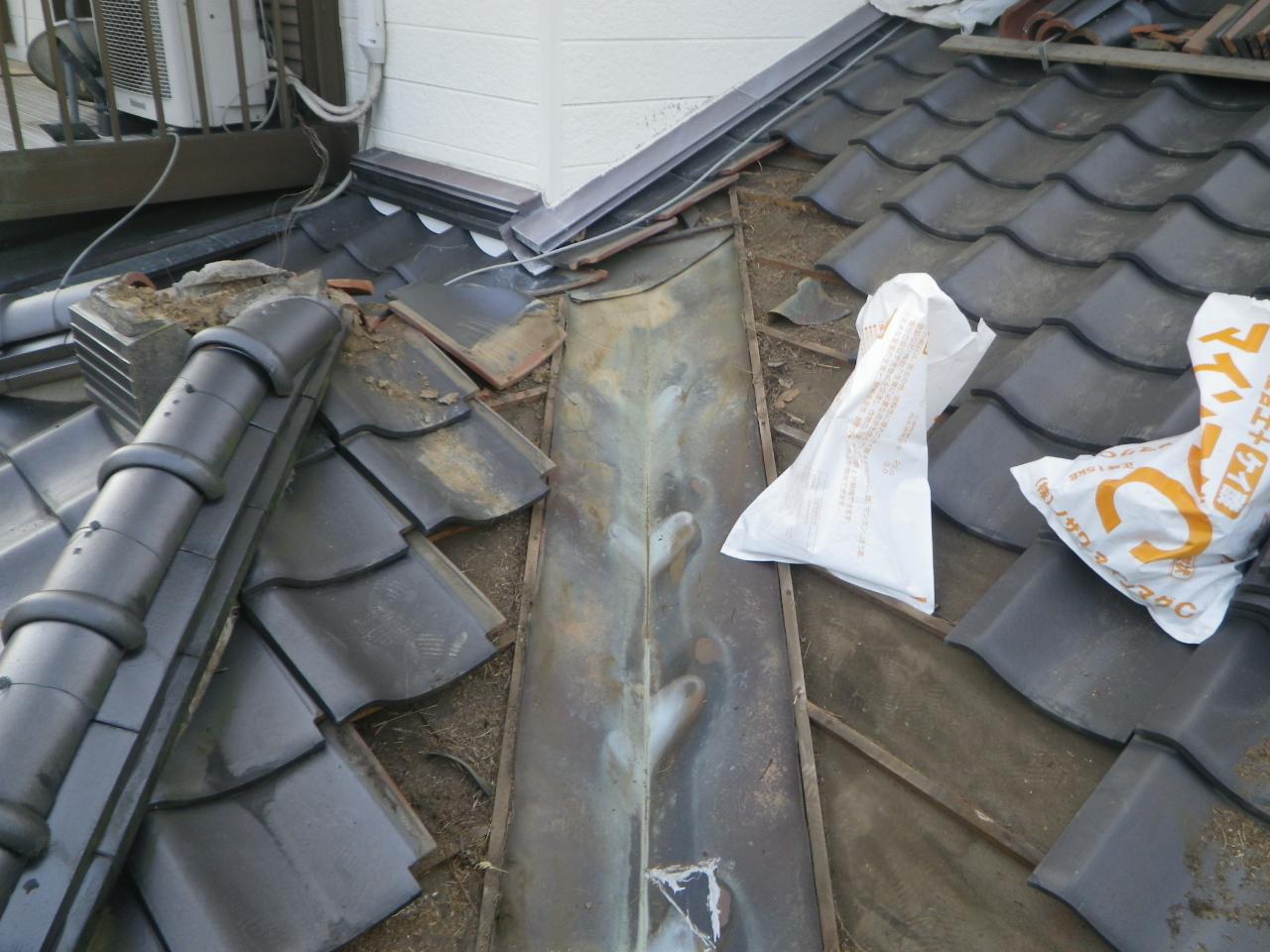 棟の積み直しと谷板金修理工事を行います。in那須烏山市