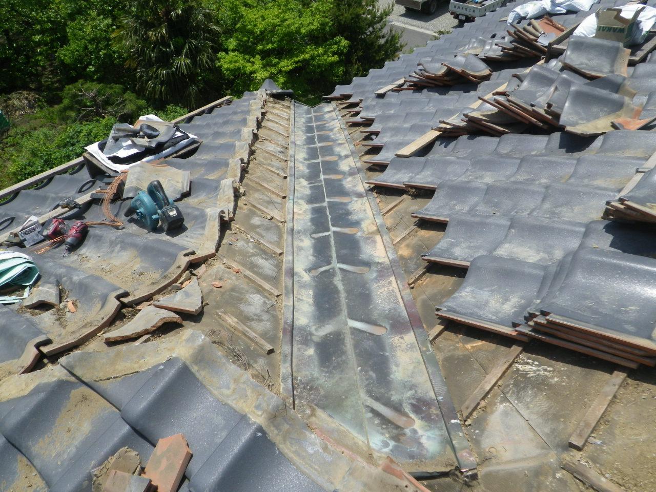 瓦屋根の谷板金からの漏水修理工事風景をご紹介します!in宇都宮市