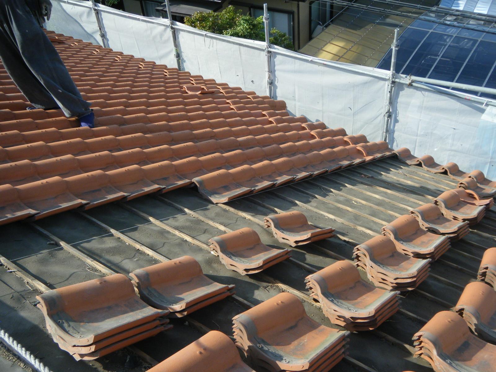 地震の影響で歪んだ瓦屋根の修理 in宇都宮市