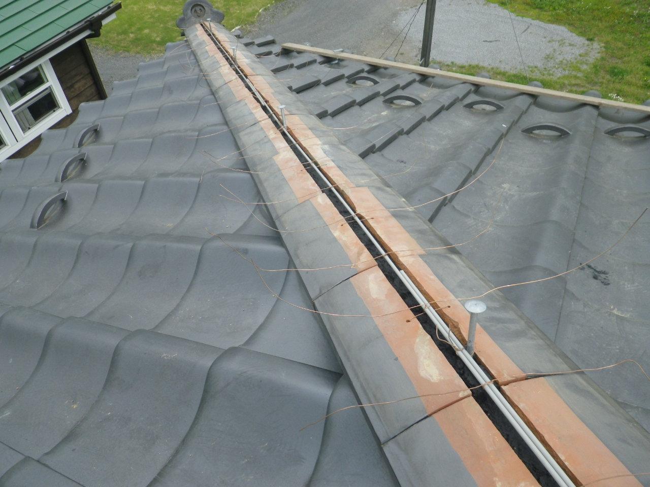 隅棟の積直し工事と、銅製谷に専用皮膜剤塗布を行います。inさくら市