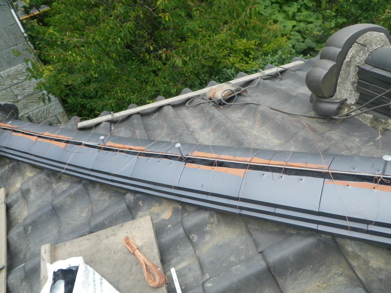 大棟・化粧棟・隅棟・風切丸の積み直しと谷板金修理工事を行います。in塩谷町
