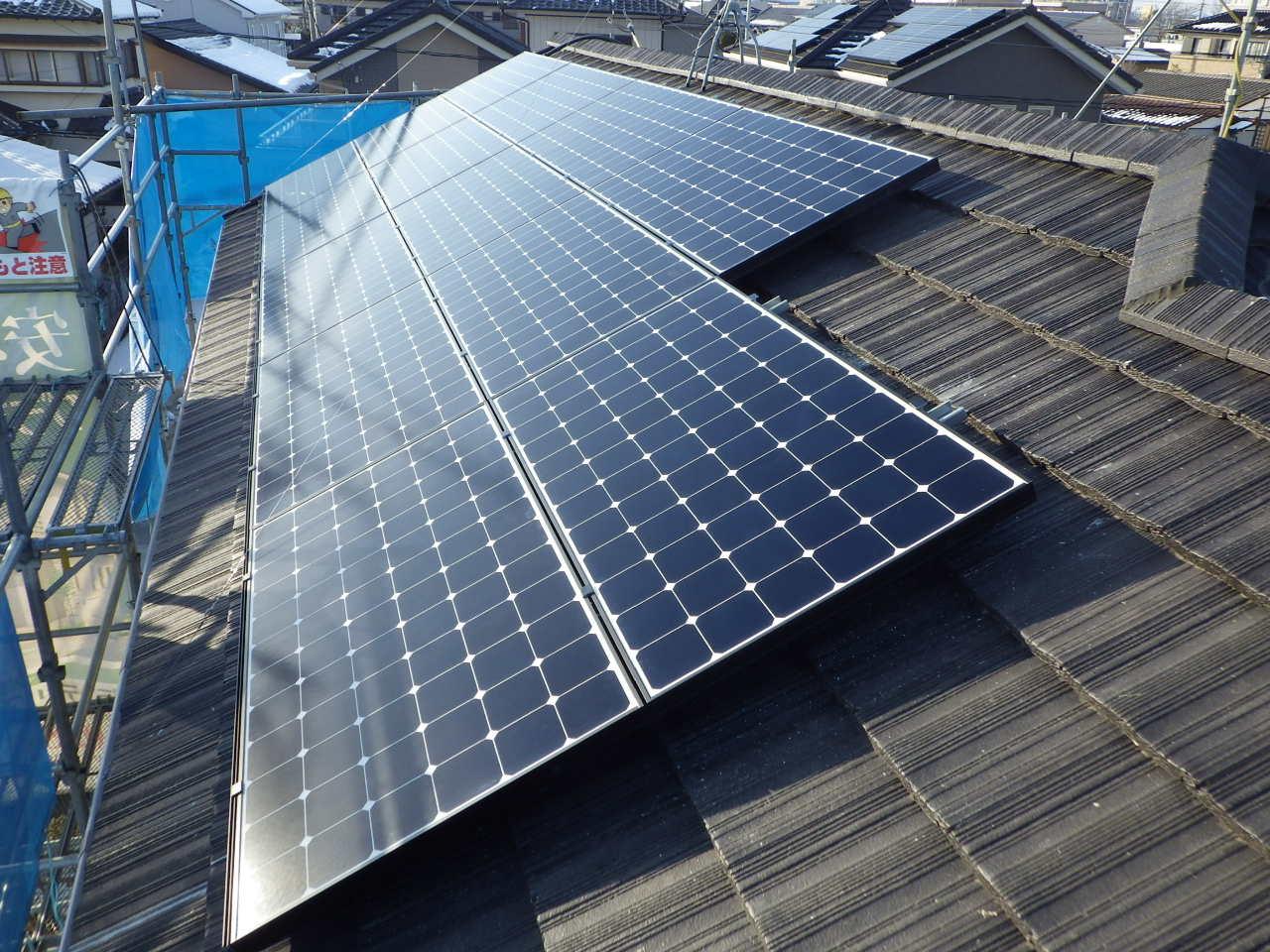 セメント系瓦屋根への太陽光発電システム設置工事を行いました。in宇都宮市