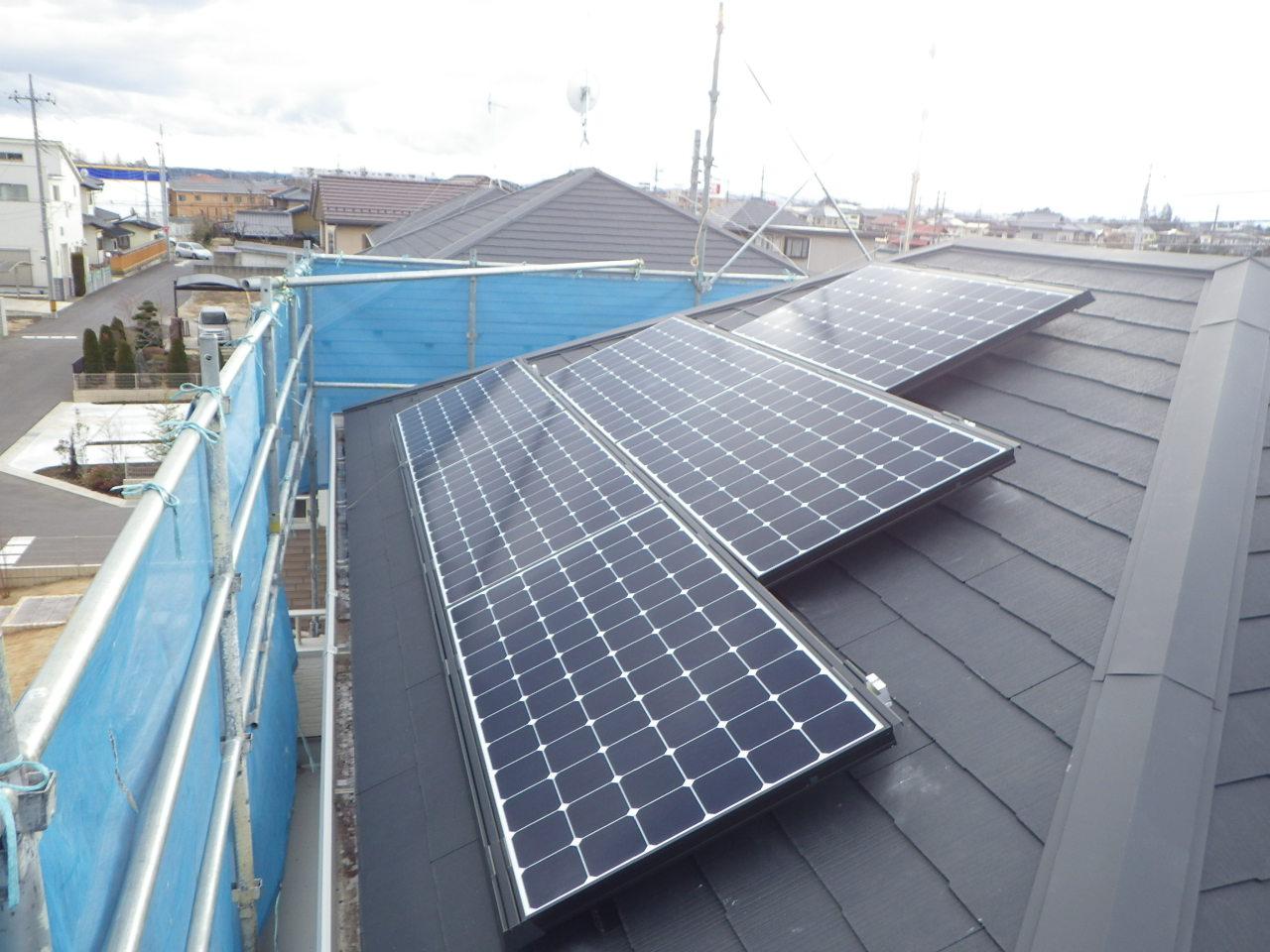 化粧スレート屋根への太陽光パネル設置工事を行いました。in大田原市