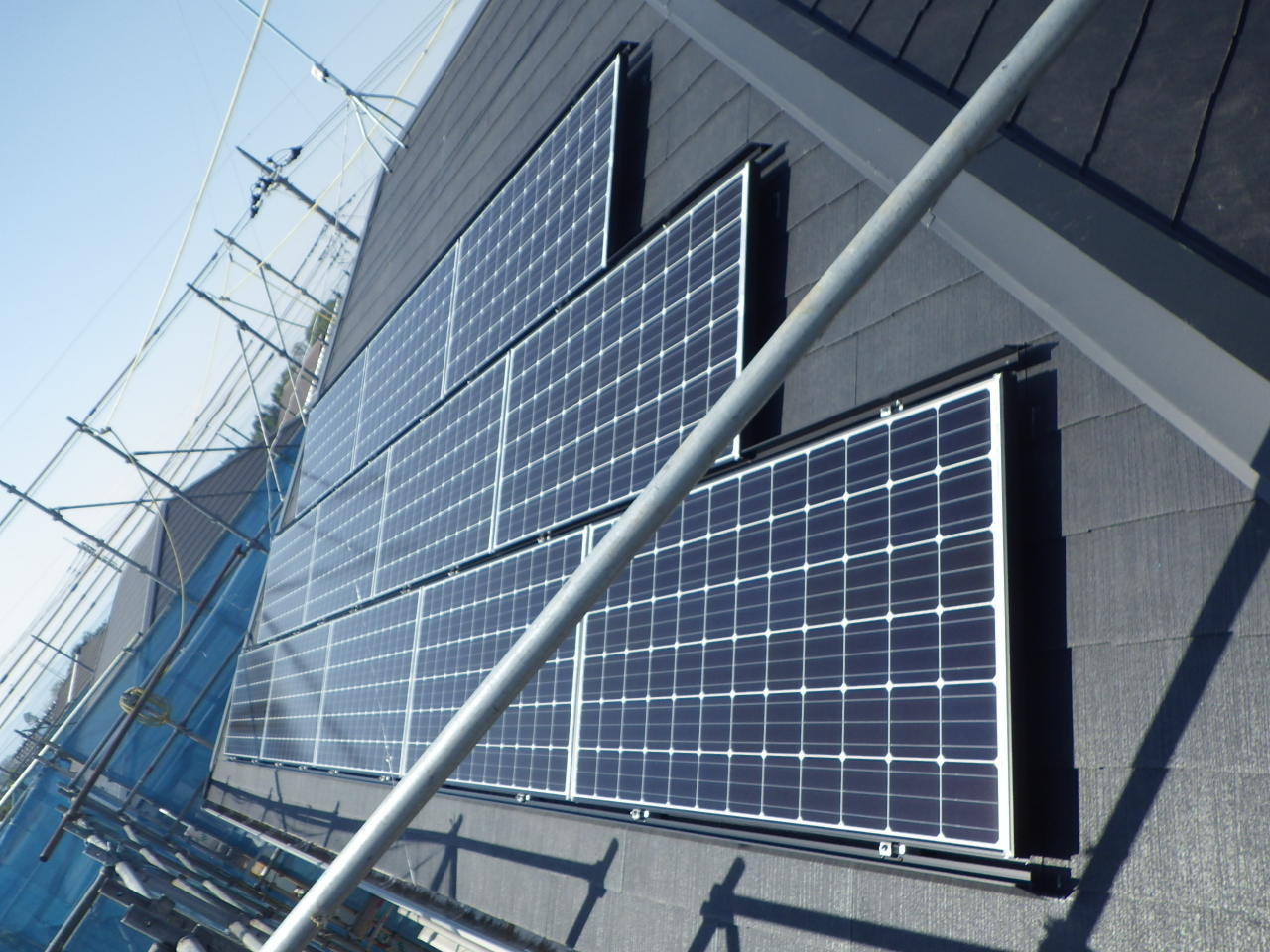 薄型スレート屋根への太陽光発電システム設置工事を行いました。in宇都宮市