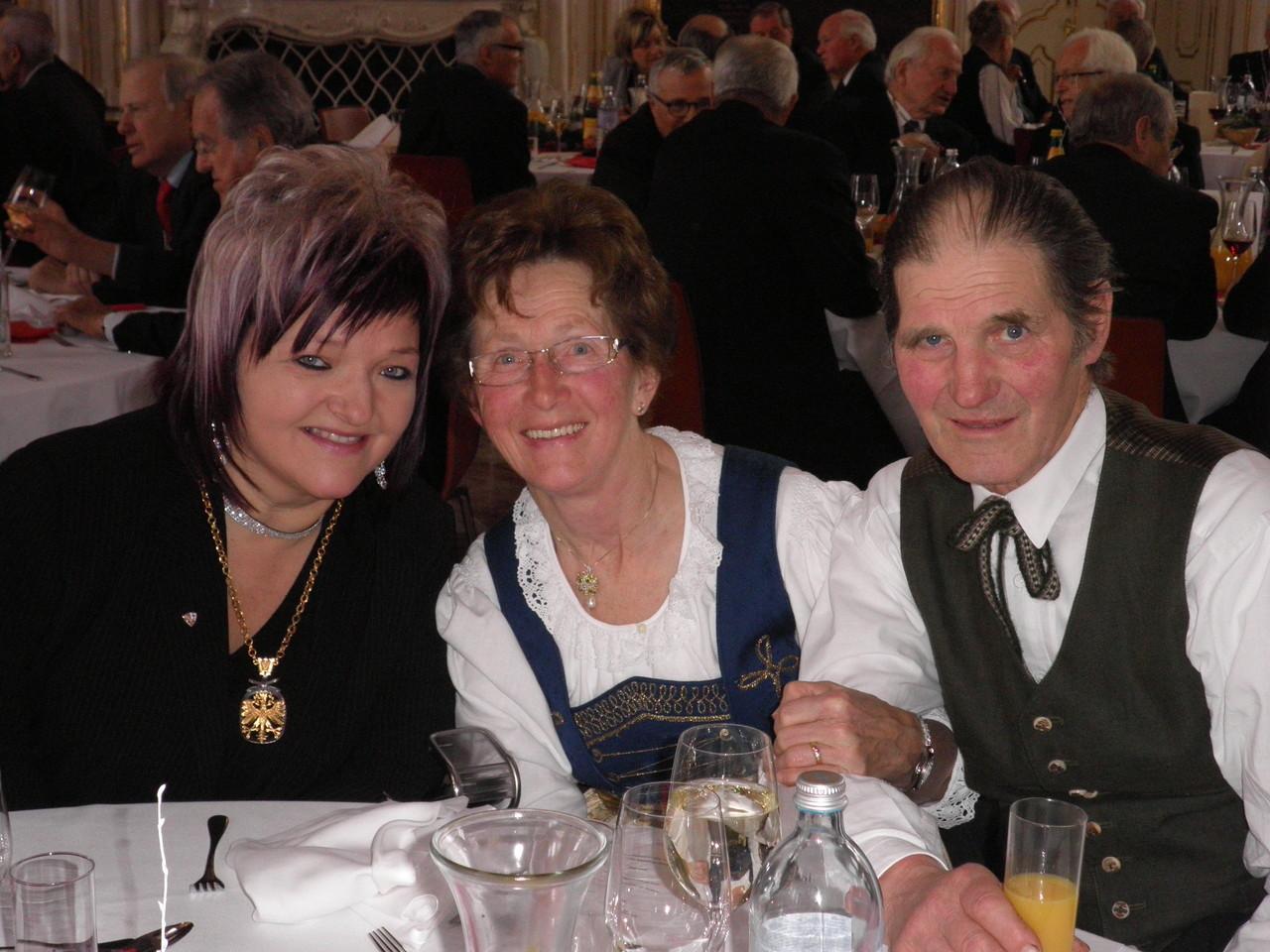 """2013 Verleihung des Ehrenzeichen des Landes Tirol; """"Stolze Eltern"""""""