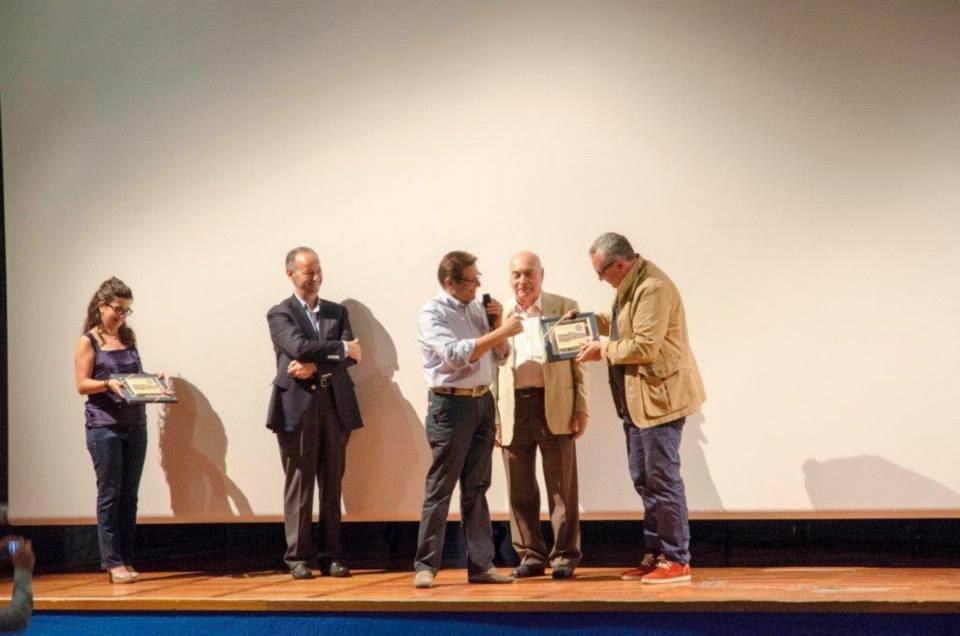 l Sindaco del Comune di San Giorgio delle Pertiche Piergiorgio Prevedello mentre omaggia il regista Mauro Vittorio Quattrina