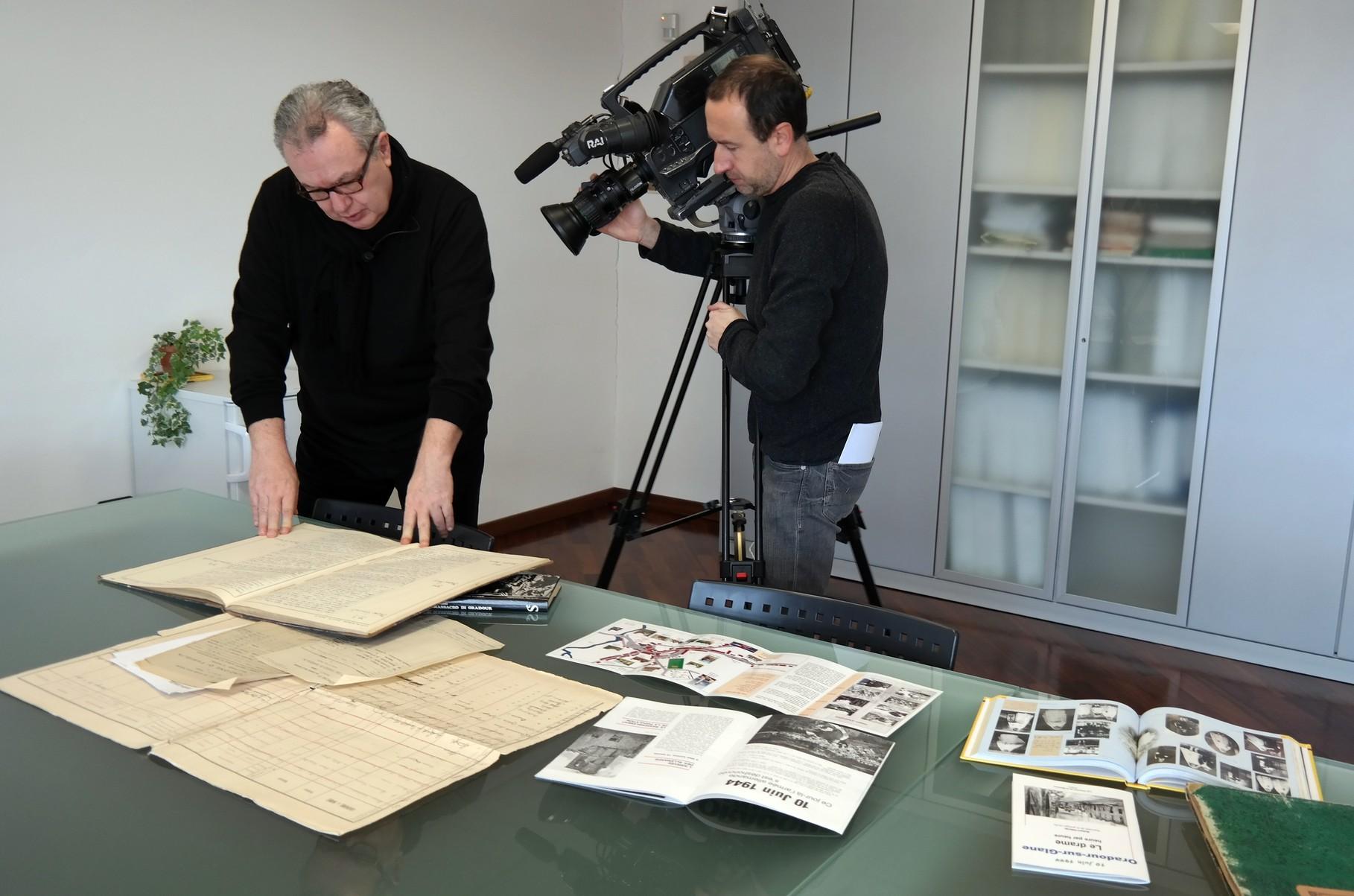 Il regista MAuro Vittorio Quattrina durante le riprese dei servizi RAI nel Comune di San Giorgio delle Pertiche (PD)