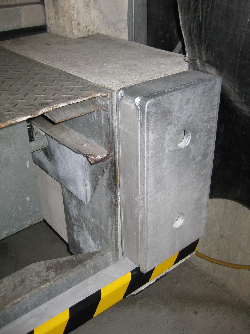Stahlpuffer mit zusätzlichem Anfahrschutz