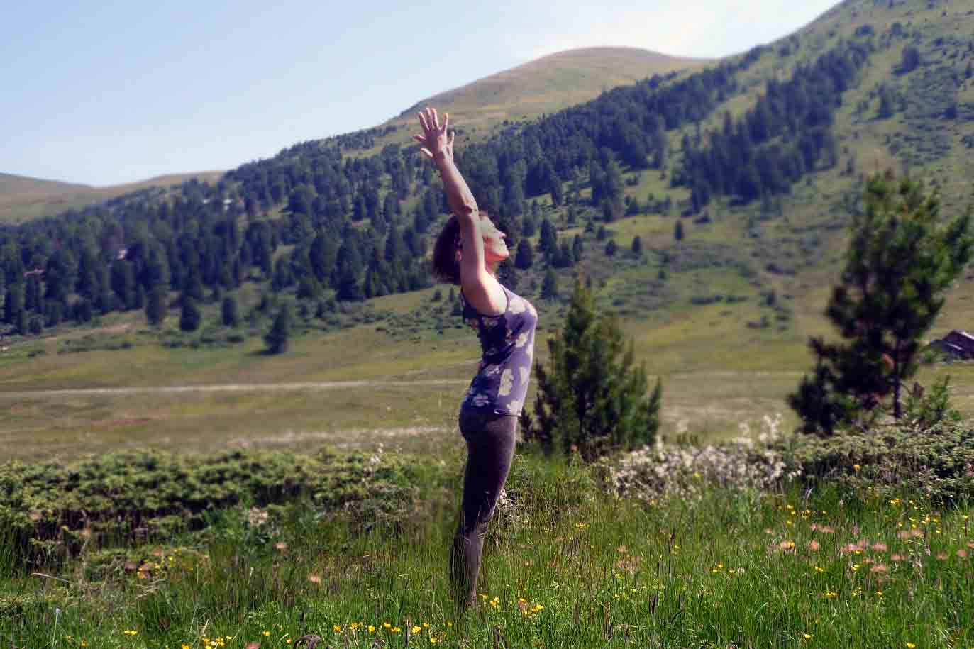 EINATEM: Gestreckter Berg. Der Atem trägt Brustbein & Arme nach oben.