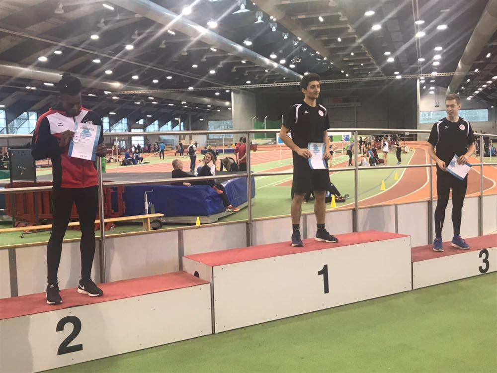 Siegerehrung 60m Männer: 1. Jan-Marcel Kezmann (Mitte), 3. Mathis Giesen (rechts)