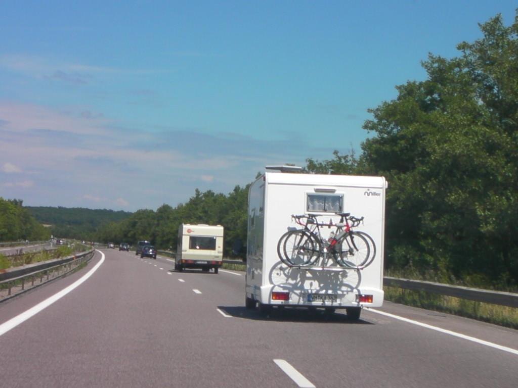 Anfahrt mit 2 Wohnwagen, 1 Wohnmobil