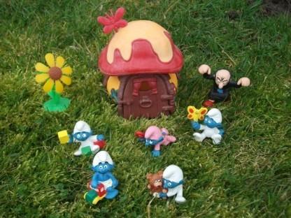 Les bébés Schtroumpfs en plein air