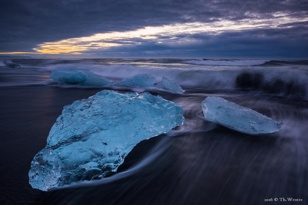 """Am Strand der Gletscherlagune """"Jökulsarlon"""". Ein unfassbares Erlebnis (B731)"""