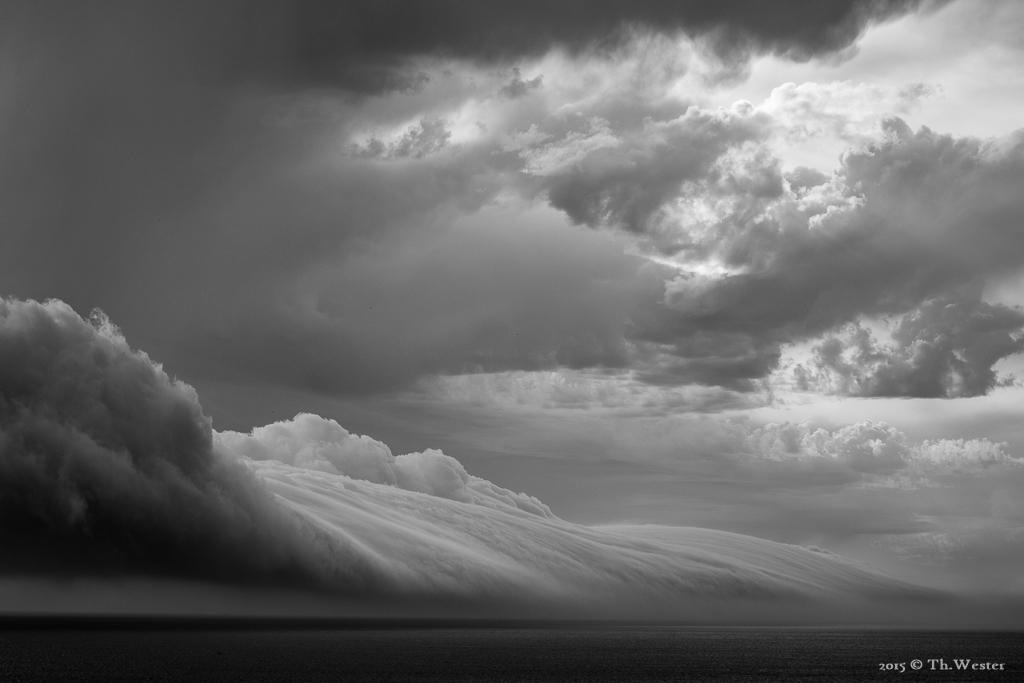 Wie so häufig in der Naturfotografie war diese Szene beeindruckend und beängstigend zugleich: die anrollende Wolke brachte ein sehr kurzes, aber heftiges Unwetter mit sich (B831)