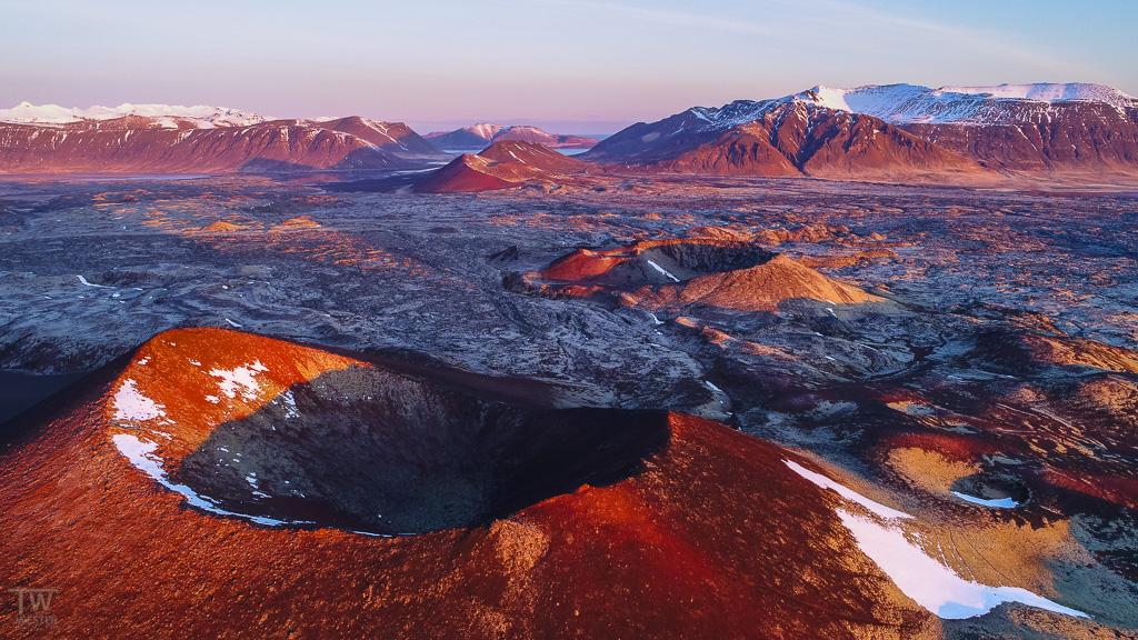 Vulkankrater im Morgenlicht (B942)