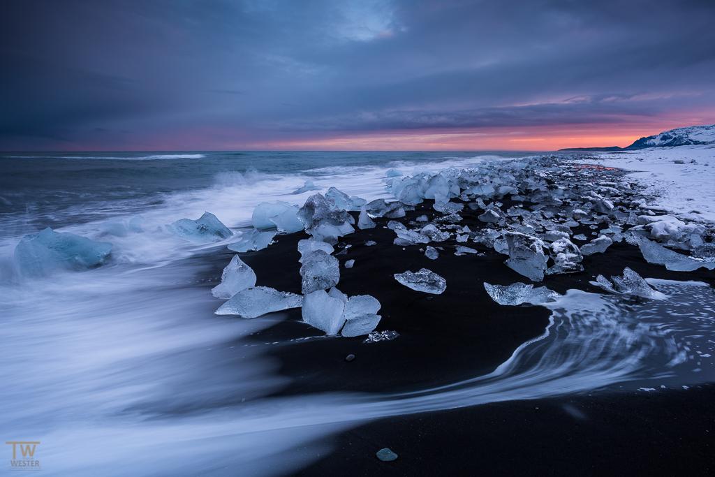 """Abfließende Welle am """"Diamond Beach"""" (B995)"""