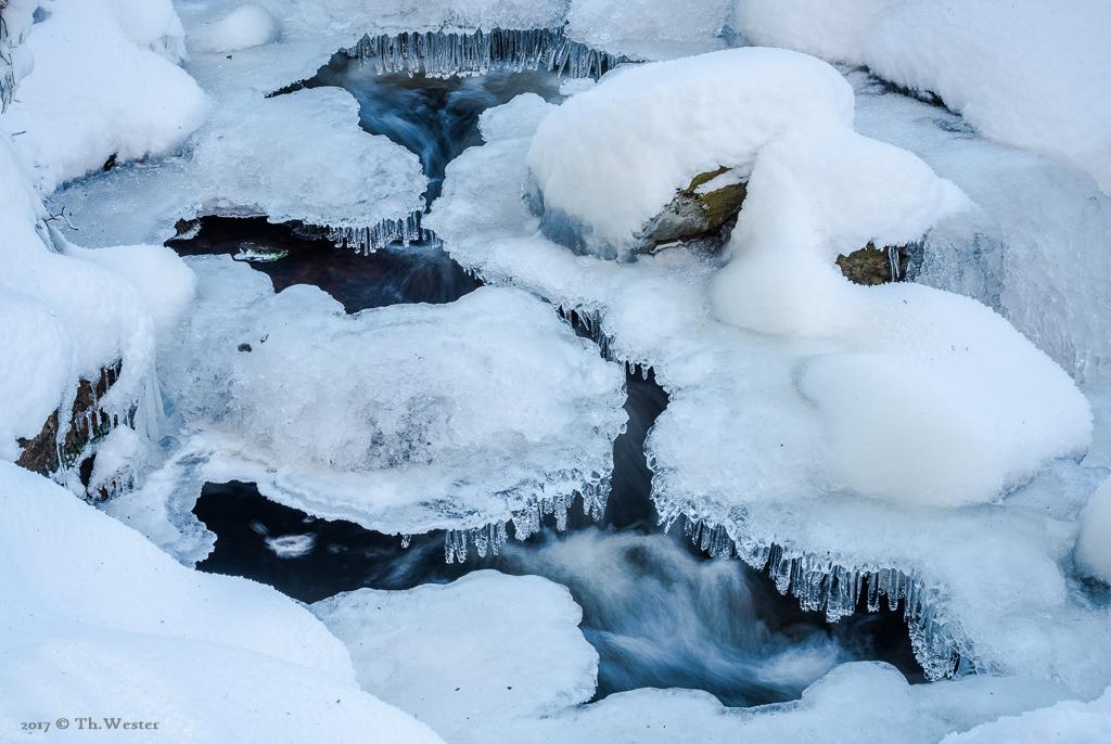 Überall bildeten sich Eiszapfen (B894)