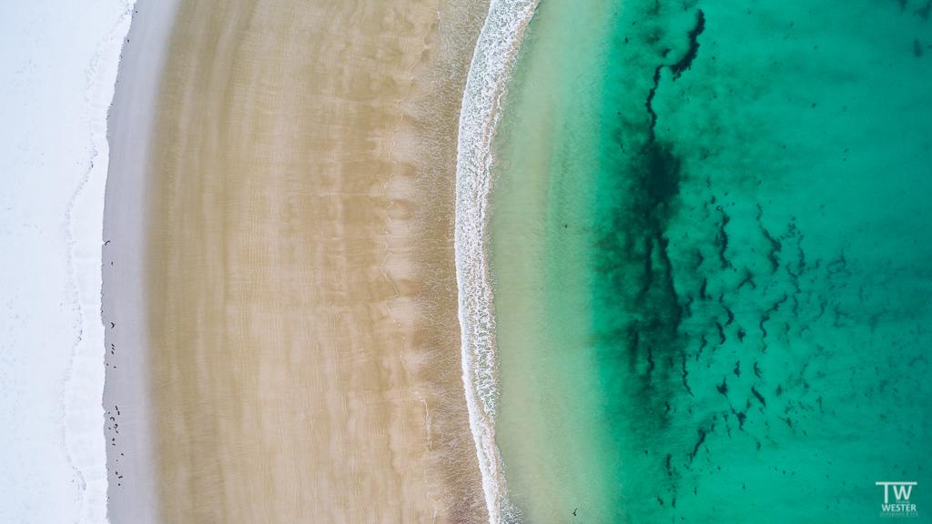 Wasserfarben prägen ohnehin die fotografischen Erlebnisse vor Ort, was sich insbesondere bei Luftaufnahmen immer wieder zeigt (B1288)