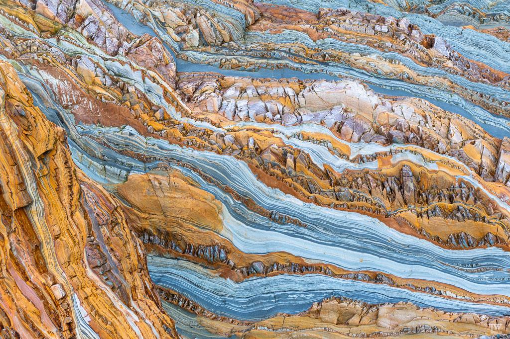 Gerade mal 2 Buchten weiter stieß ich auf diese unfassbaren Felsfarben und -Strukturen… (B1875)