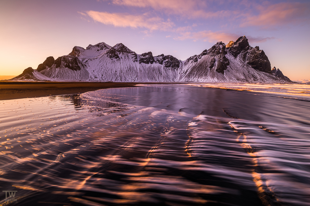 Im Abendlicht: jede Welle formt eine andere Szene (B1000)