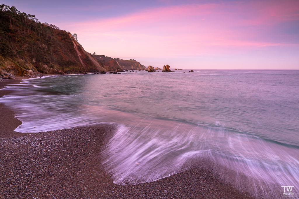 Die rosa Färbung an diesem Morgen war sehr schön anzusehen; hier von einem höher gelegenen Felsen… (B1878)