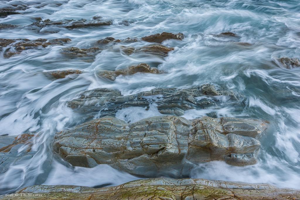 Um die unfassbaren Steinlandschaften in Szene zu setzen, dachte ich mir, deren Wellenform ebenfalls mit Wellen zu unterstreichen (B862)