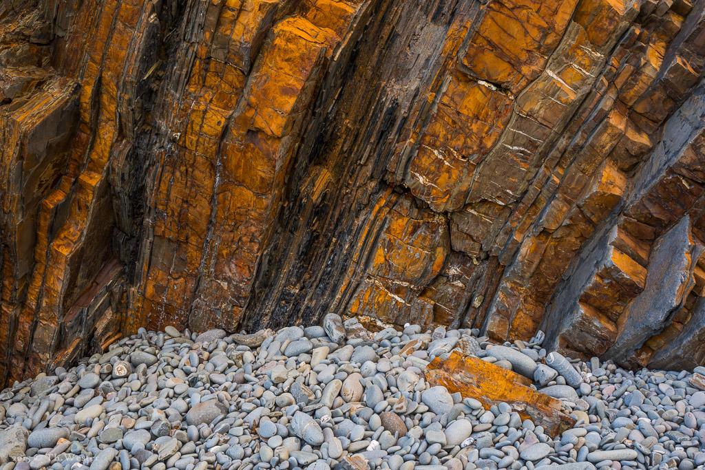 Aber nun noch zwei Szenen mit etwas mehr Farbe, zunächst ein Bild der farbigen Felsküste (B480)