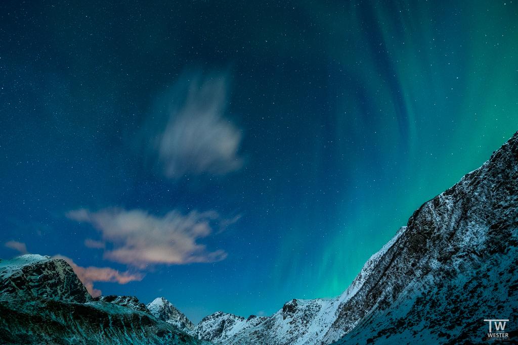 Nach Sonnenuntergang stellten sich die ersten sanften Polarlichter ein (B1301)
