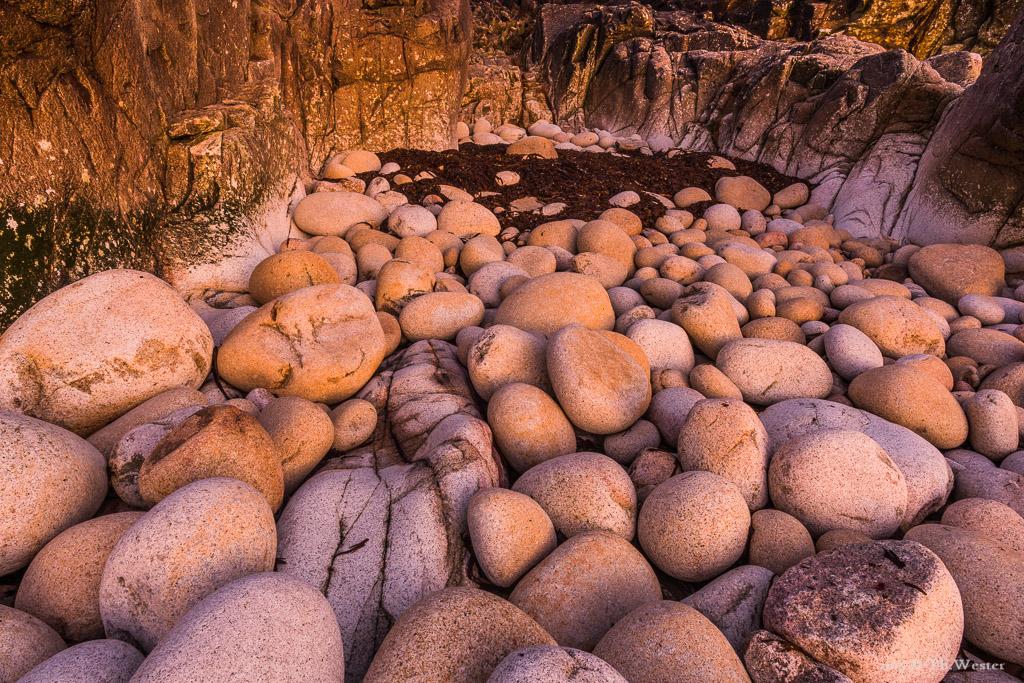 """""""Dinosaur-Egg-Beach"""" im sanften Abendlicht (B570)"""