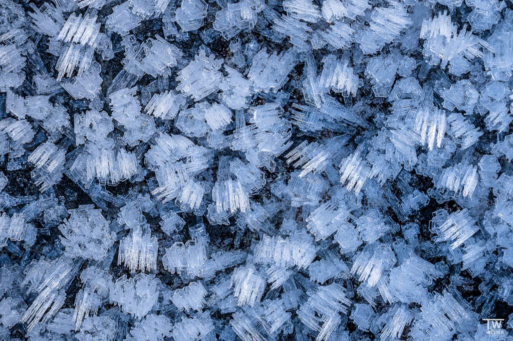 """Die Eisstrukturen habe ich auch näher unter die """"Lupe"""" (=Makroobjektiv) genommen (B1569)"""