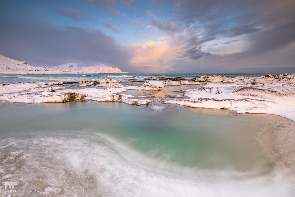 Ebenso Wasser, das bei Ebbe gefriert und erst bei Flut wieder überspült wird (B1290)