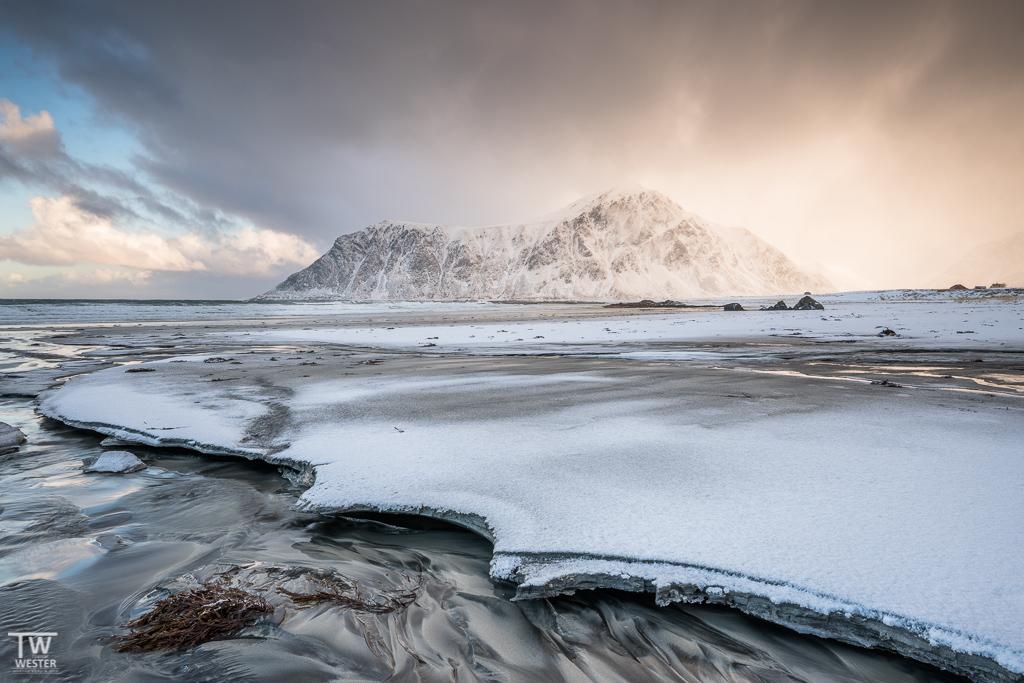 Wie es aussieht, wenn Sand gefriert und unterspült wird? So! (B1280)