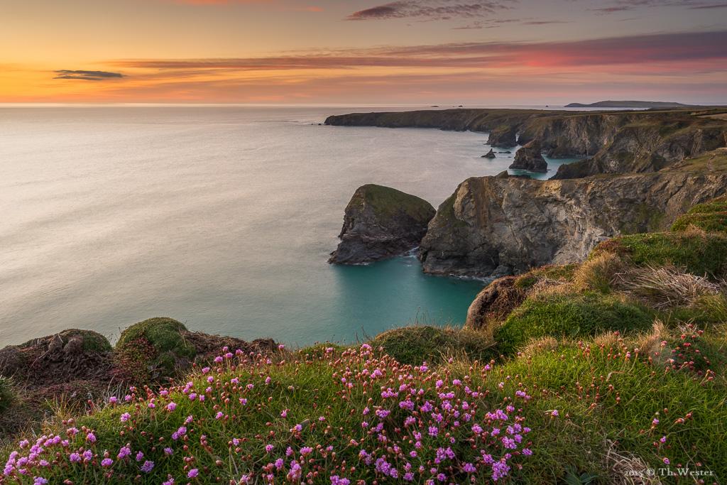 """Ein wunderschöner Sonnenuntergang an den """"Bedruthan Steps"""" (B575)"""