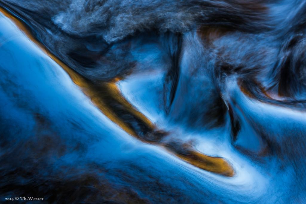 Die Formen erinnern mich durch die Belichtungszeit bzw. Fließgeschwindigkeit des Wassers an ein Ölgemälde (B815)