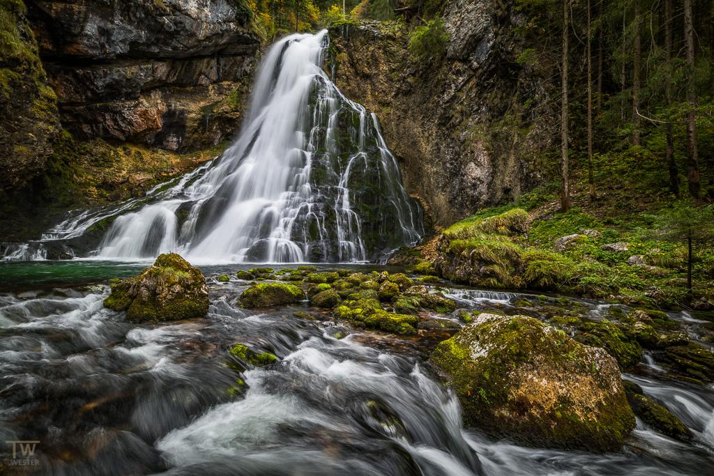 Klassische Aussicht auf den Schwarzbachfall (B1131)