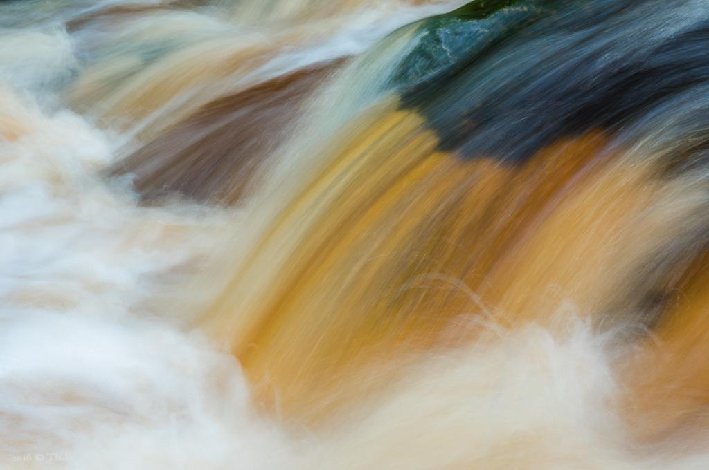 Die kleine Hoegne führt nach hohen Niederschlägen große Wassermassen (B603)