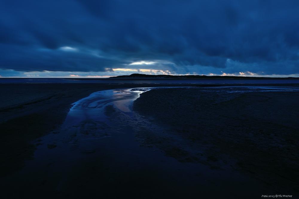 """Die """"de Slufter""""-Landschaftsaufnahmen sind ca. zwischen 23 und 24 Uhr aufgenommen: im Juni hat man bei 30 Sekunden Belichtung selbst bei ISO 100 noch einen ausgeprägten blauen Himmel (B53)"""