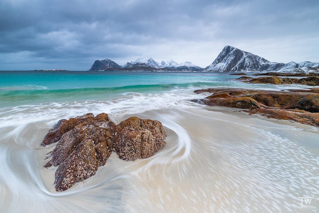 Gerade bei dunkler Bewölkung über dem Meer waren die Wasserfarben unfassbar schön (B1285)