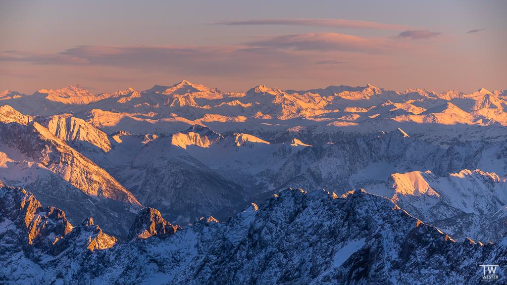 Gleich am ersten Tag stimmten die Bedingungen für die Zugspitze: in den letzten anderthalb Jahren war ich vier Mal dort oben, endlich klappte es mit den Schneelagen und den letzten Sonnenstrahlen… (B1542)