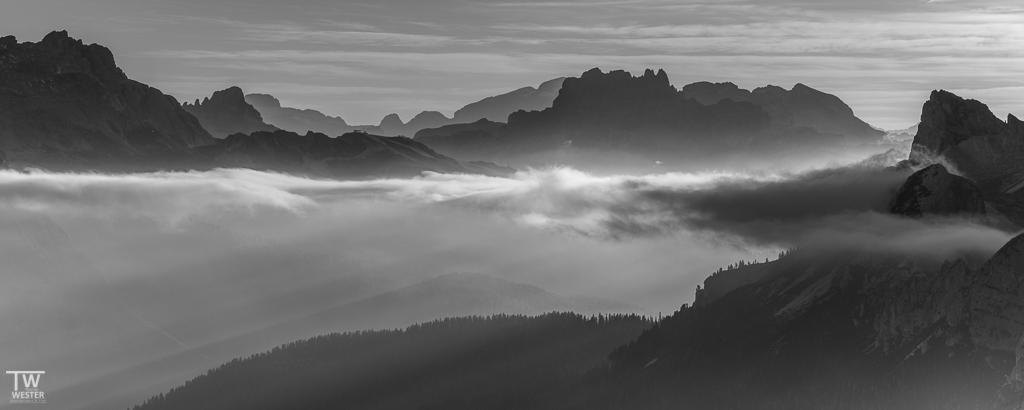 Zwischen den Wolken (B1176)