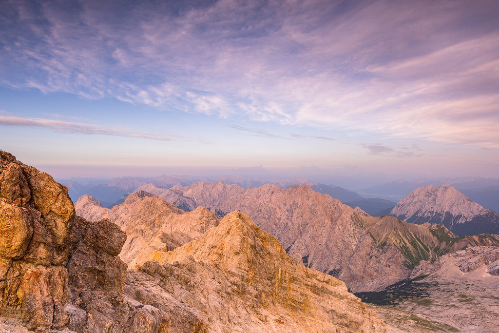Abends über den Bergen (B1043)