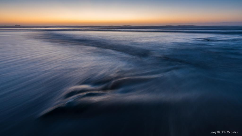 Um das abfließende Wasser zu fotografieren, lief ich ständig mit Badehose und Neoprenschuhen rum, der Atlantik ist dennoch ganz schön erfrischend ;-) (B305)